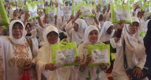 Jelang Ramadhan, YMN kembali tebar 300 mukena sebagai bagian dari program tebar 10.000 mukena. (titin/ymn)