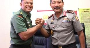 Kapolri, Jenderal Badrodin Haiti dan Panglima TNI Jenderal Gatot Nurmantyo.  (batampos.co.id)