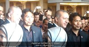 Erdogan bersama penulis (Agastya Harjunadhi)