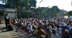 Ahmad Zainuddin, Lc.ME memberikan ceramah Idul Adha di Masjid Nurul Iman, Jalan Kesehatan no 7, Kompleks Pondok Bambu Permai-Pondok Bambu Dua, Jakarta Timur, Kamis (24/9/2015)