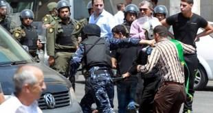 Aparat Otoritas Palestina menangkap demonstran yang menuntut pembebasan Al-Aqsha. (alresalah.ps)