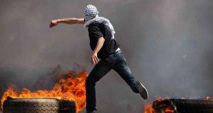 Rakyat Palestina melakukan aksi intifadhah Al-Quds di Palestina, Oktober 2015. (hamas.ps)