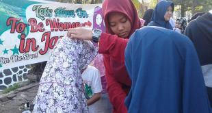 Rohani Islam SMA Terpadu Al-Qudwah (Rohis Al-Quds) menyelenggarakan HoTS alias Hijab on The Street pada Minggu (4/9/2016) di Alun-alun Rangkasbitung saat Car Free Day.  (Supadilah/Al-Quds)