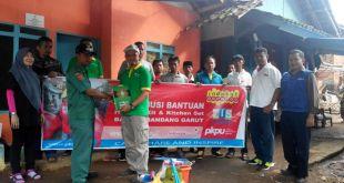 SKI (ZIS) INDOSAT menyalurkan bantuan untuk korban banjir Garut. (Fadsupp/Putri/PKPU)