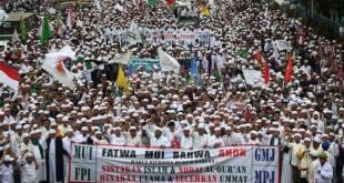 PKS Menghimbau Agar Peserta Aksi Menjaga Kebersihan dan Keindahan Taman Kota. (porosjakarta.com)