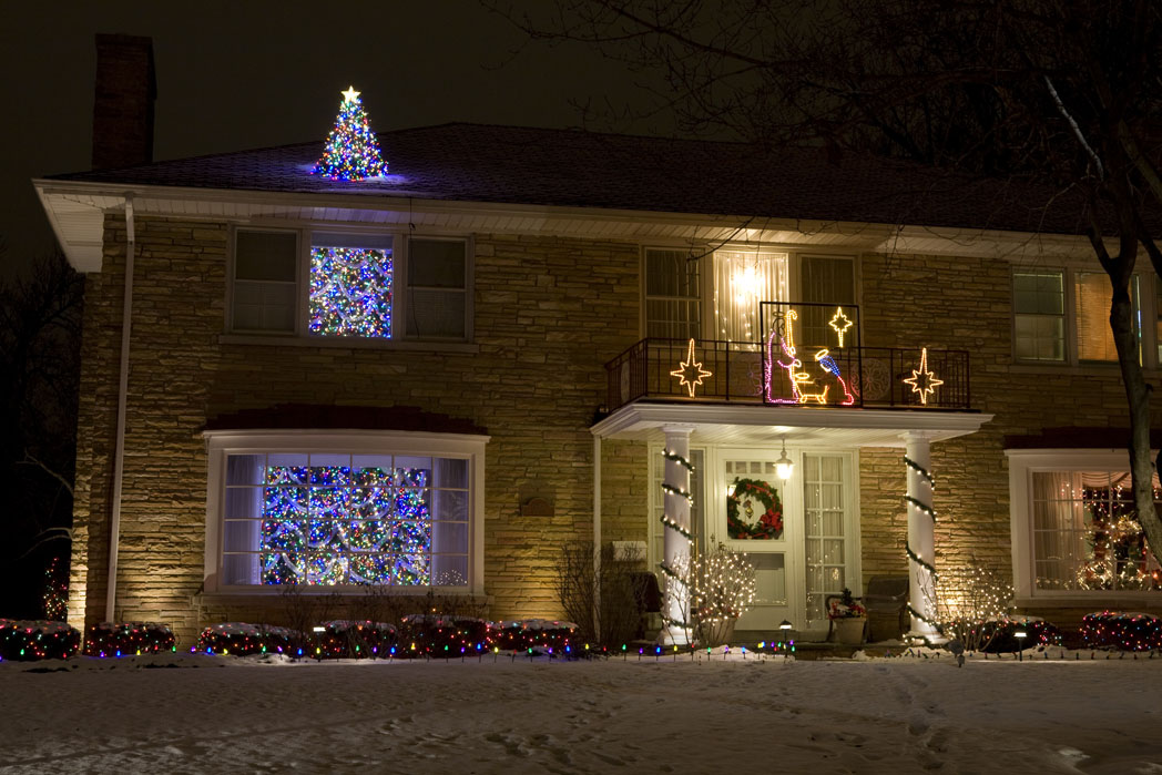 A very famous stop along the Lincolnwood way! The THREE-STORY CHRISTMAS  TREE! Did I mention you should click on these photos to make them bigger? - Christmas Lights Extravaganza! €� Remodern Ranch