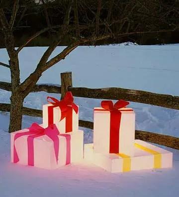 Cajas de regalos luminosos para decorar el jard n dale for Detalles para decorar jardines