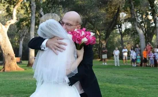 Buendiario-mujer-organiza-boda-falsa-para-bailar-con-su-padre-enfermo-de-cancer-terminal-copia
