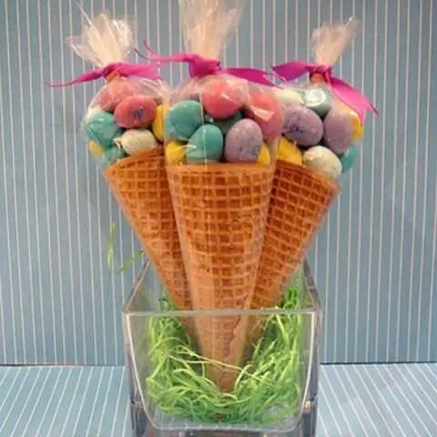 dulces en conos de celofan2