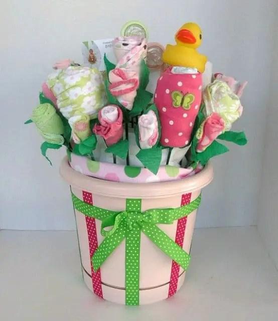 bouquet con ropa de bebe11