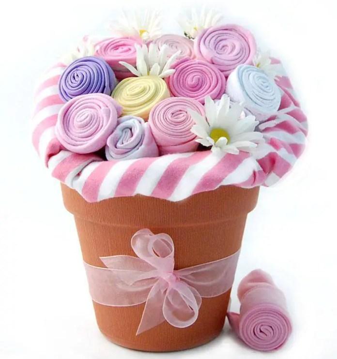 bouquet con ropa de bebe4