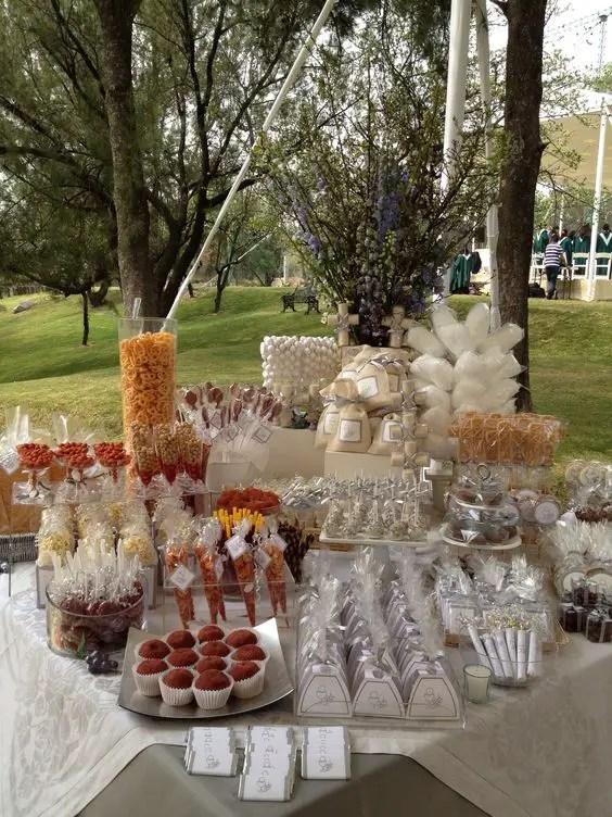 Ideas para instalar una mesa salada en tu evento dale - Ideas para mesas dulces de comunion ...