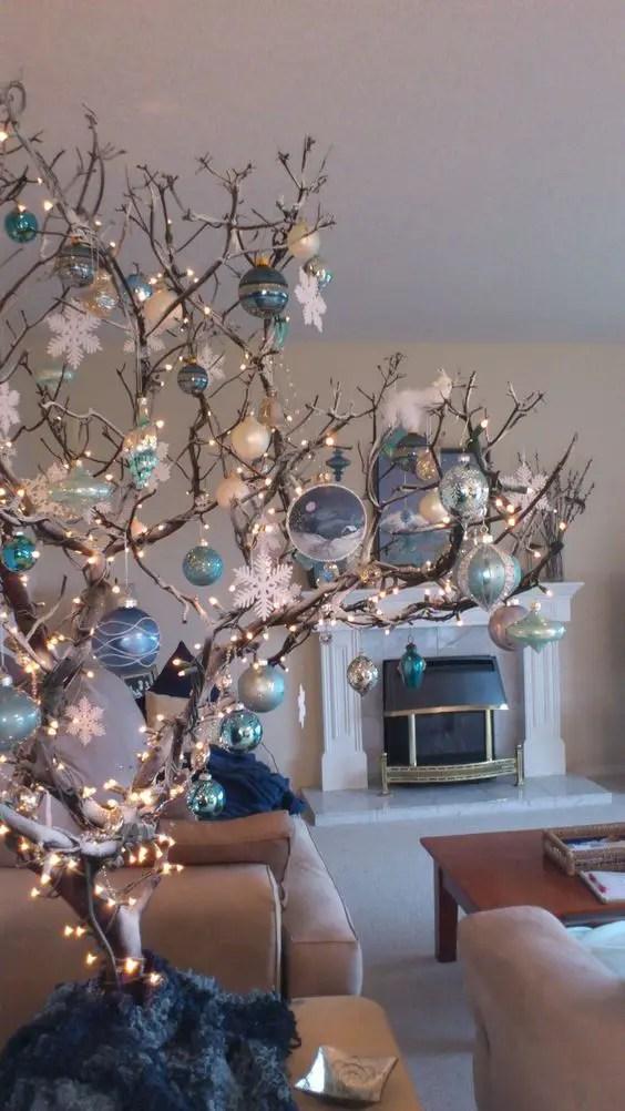 Decoraci n para navidad con ramas secas for Figuras navidenas para decorar