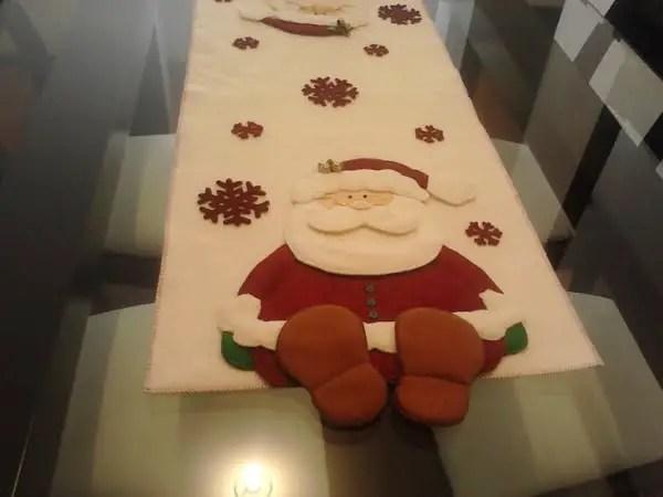 Camino de mesa navide o con santa dale detalles for Caminos para mesas redondas