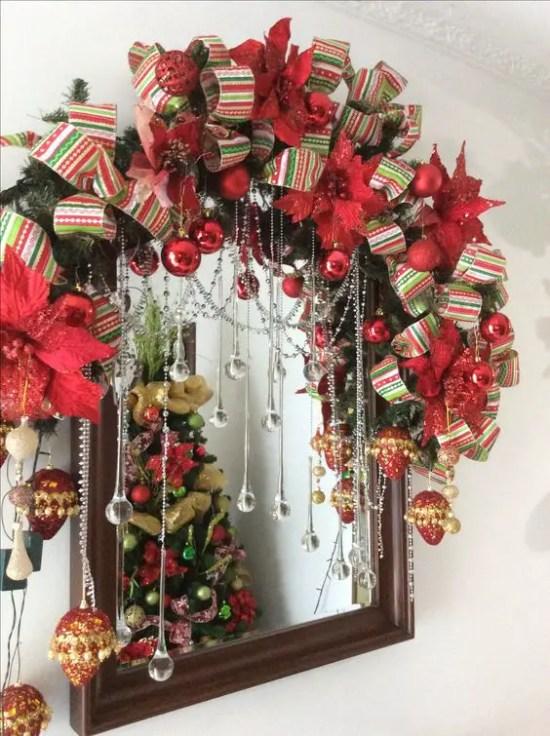 Ideas para decorar espejos en navidad dale detalles for Guirnaldas para puertas navidenas