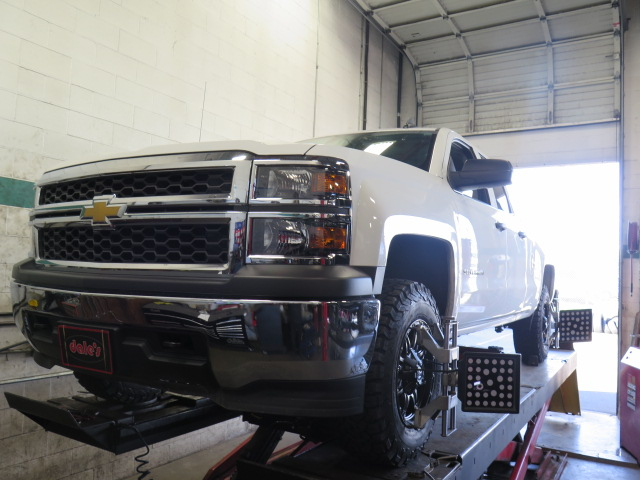 Chev 1500 gets a TRUXXX Leveling Kit and new Rims/Tires