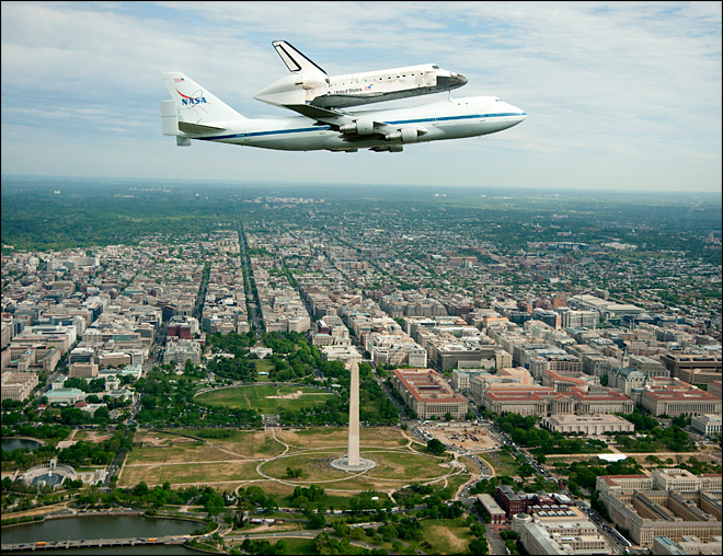 Space Shuttle Discover over Washington Mall