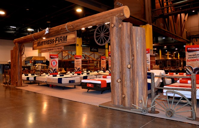 Western Props Decor Party Stage Texas Trade Show Booth Fl Centerpieces Horse Shoe Pitching