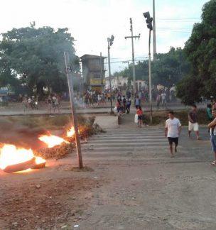 protesto-de-moradores-da-vila-embratel2-304x324