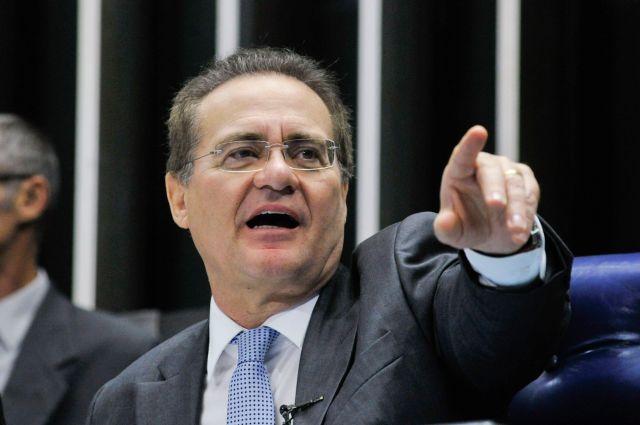 O presidente do Senado, Renan Calheiros, durante sessão plenária em que a MP 668 que aumenta tributos de produtos importados foi aprovada em votação simbólica (Geraldo Magela/Agência Senado)