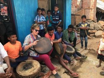 Al villaggio si suona il tamburo