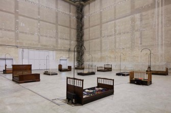 Chen-Zhen-Jardin-Lavoir-2000.-Installation-view-at-Pirelli-HangarBicocca-Milano-2020-©-ADAGP-Paris.-Courtesy-Pirelli-HangarBicocca-Galleria-Continua.-Photo-Agostino-Osio