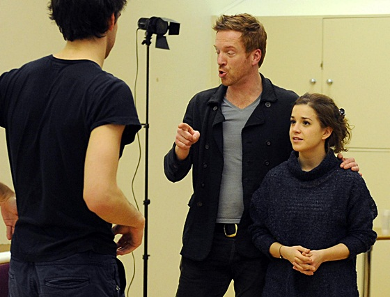 Damian Lewis gives acting class to students