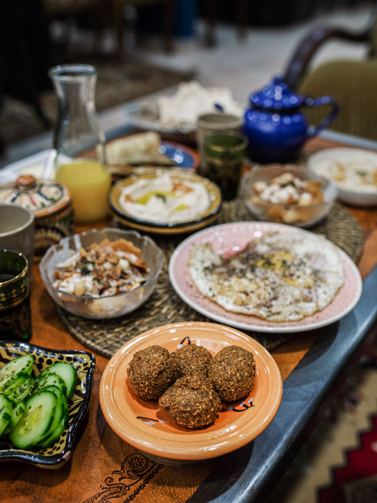 petra nomad tea brunch lovers lyon falafels
