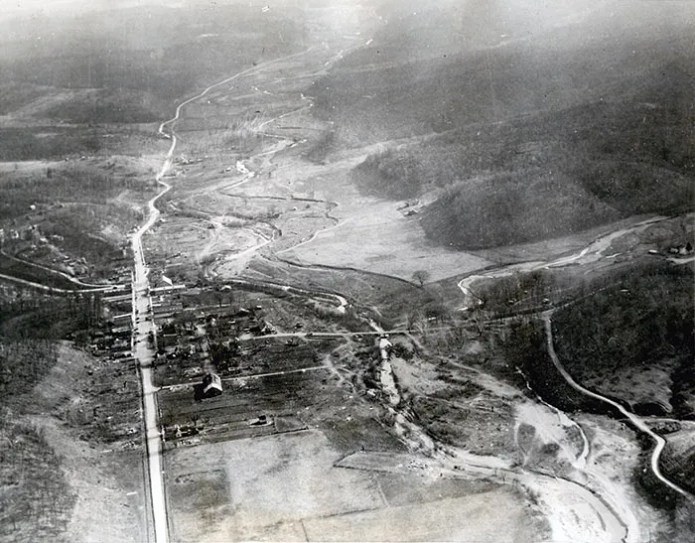 Aerial photo of Old Linn Creek before being flooded by Lake of the Ozarks