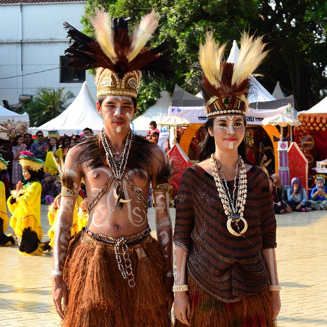Menawannya Pakaian Adat si Mutiara Hitam (Papua Barat ...