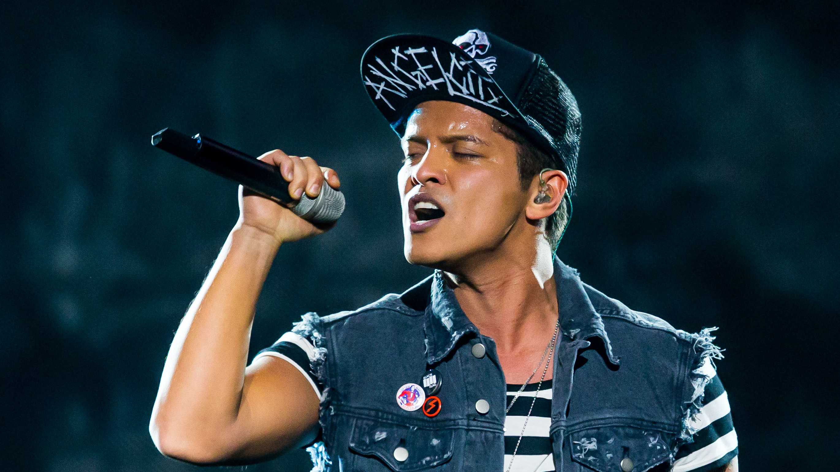 http://www.anrdoezrs.net/links/6193637/type/dlg/http://www.ticketnetwork.com/tix/bruno-mars-08-16-2017-tickets-2976483.aspx