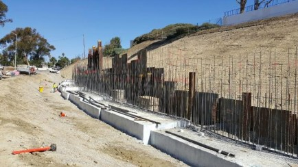 The Camino De Estrella retaining wall is being constructed near the Interstate 5 expansion project area. Photo: Courtesy of Orange County Transportation Authority