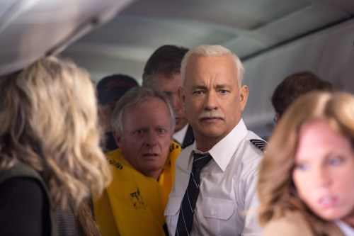 "Tom Hans (center) as Chesley ""Sully"" Sullenberger in 'Sully.' Photo: Courtesy of Warner Bros. Photos"