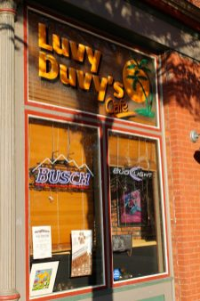 Luvy Duvy'sA fabulous little restaurant that mixes barbeque, burgers, and southern food. Luvy Duvy's Website