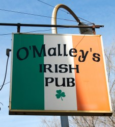 O'Malley's Irish PubYour neighborhood corner bar. Come enjoy food and drinks, stay for live Irish music with great company.