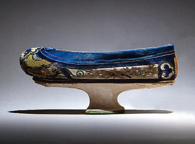 Manchu shoes from the 19th century, 9½ inches long © Metropolitan Museum of Art