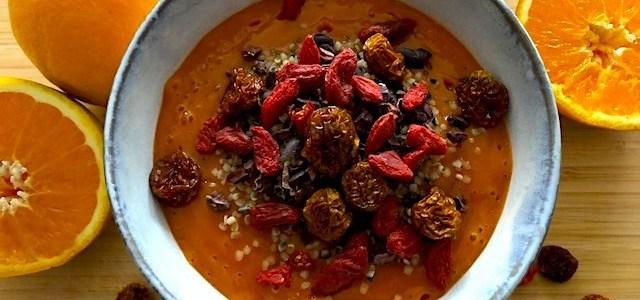 Roh-vegane Orangen-Bananen Bowl mit Camu Camu und Reishi – Rezept