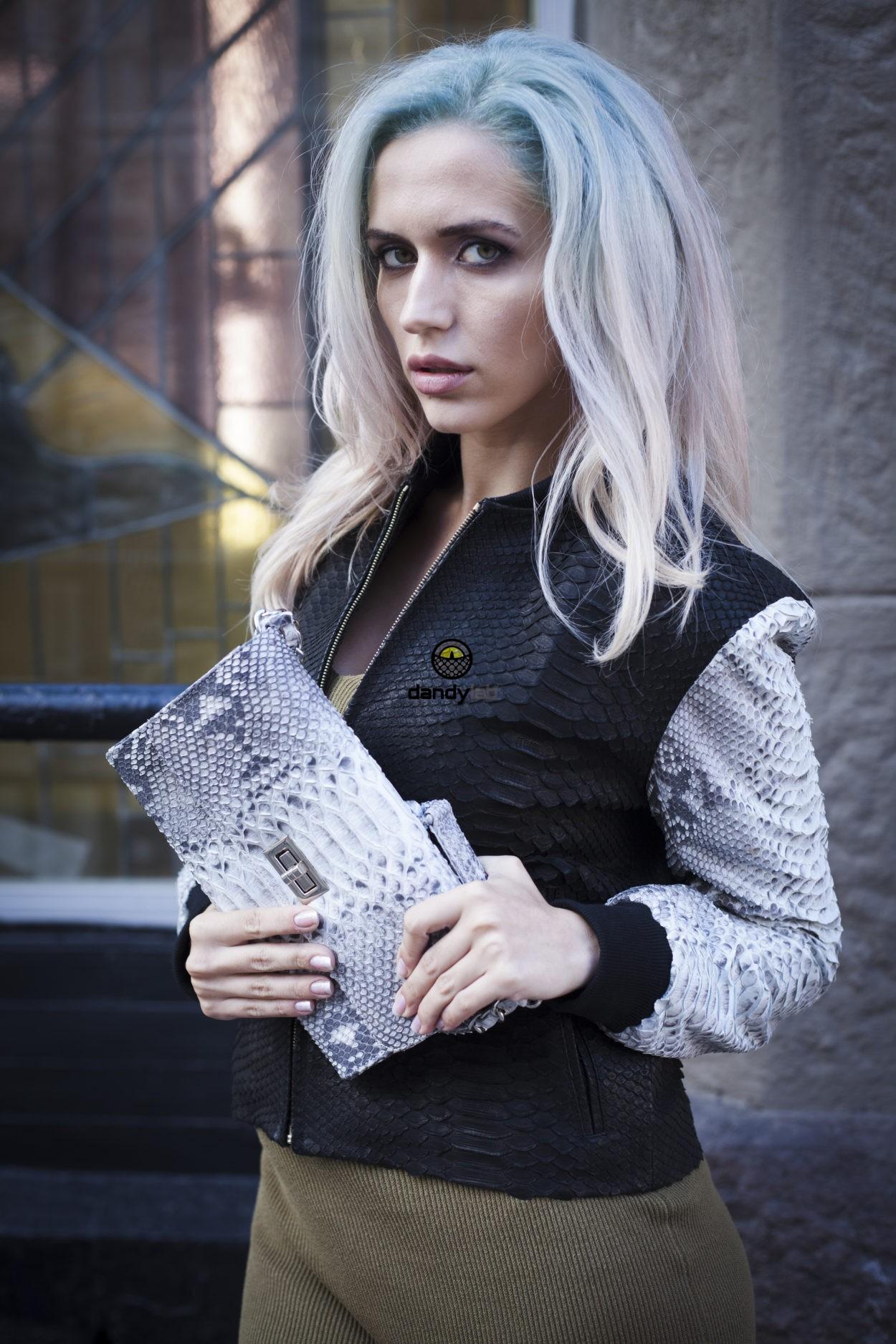 Женская куртка из питона черно-серая