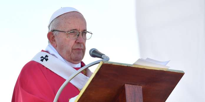 Pope Francis celebrates a mass at the Foro Italico seafront lawn in Palermo, in hommage to slain priest Pino Puglisi, as part of  a visit to the Diocese of Palermo on September 15, 2018 on the occasion of the 25th anniversary of the killing by the mafia of Sicilian priest Pino Puglisi. Pope Francis pays a one-day pastoral visit on September 15 to the Dioceses of Piazza Armerina and Palermo in Sicily, on the occasion of the 25th anniversary of the killing by the mafia of Sicilian priest Pino Puglisi. / AFP / Andreas SOLARO