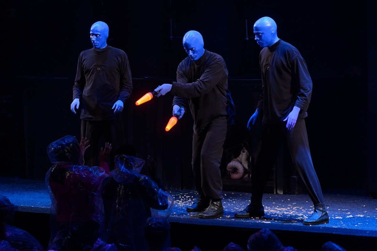 5 Reasons You Should Go See Blue Man Group in Chicago this Winter