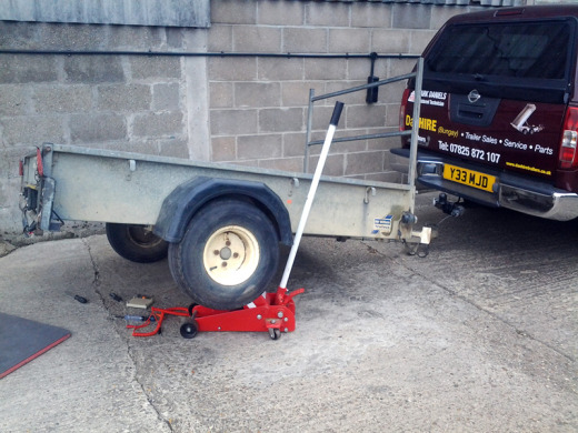 Sorting electrics on Ifor Williams P6 e model trailer