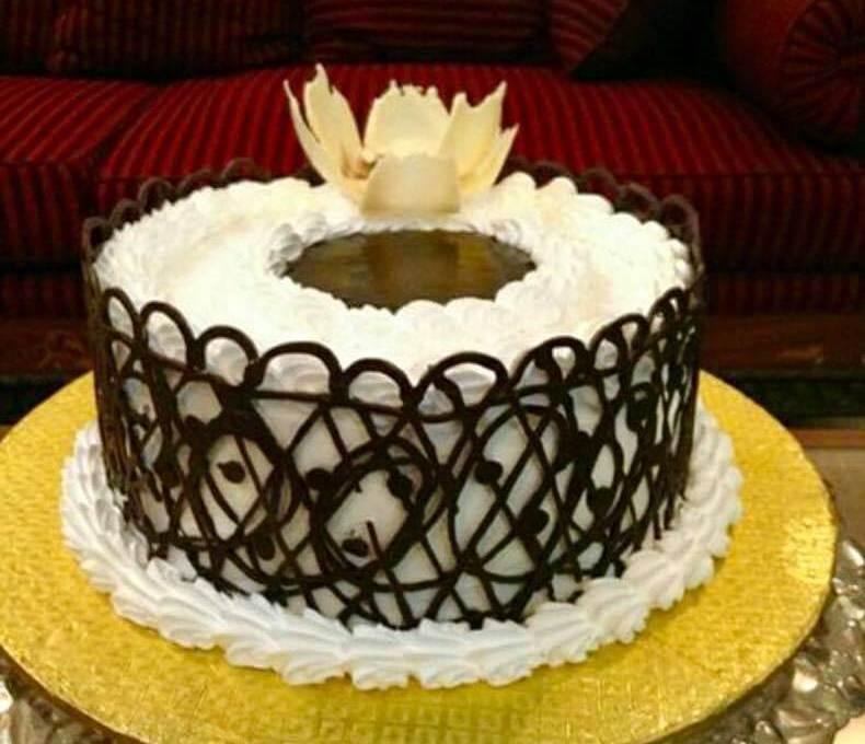 Vanilla cake Recipe with chocolate lace