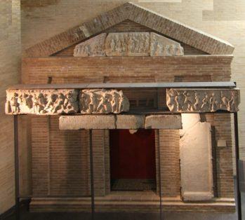 Ricostruzione del monumento funerario di Lusius C. Storax