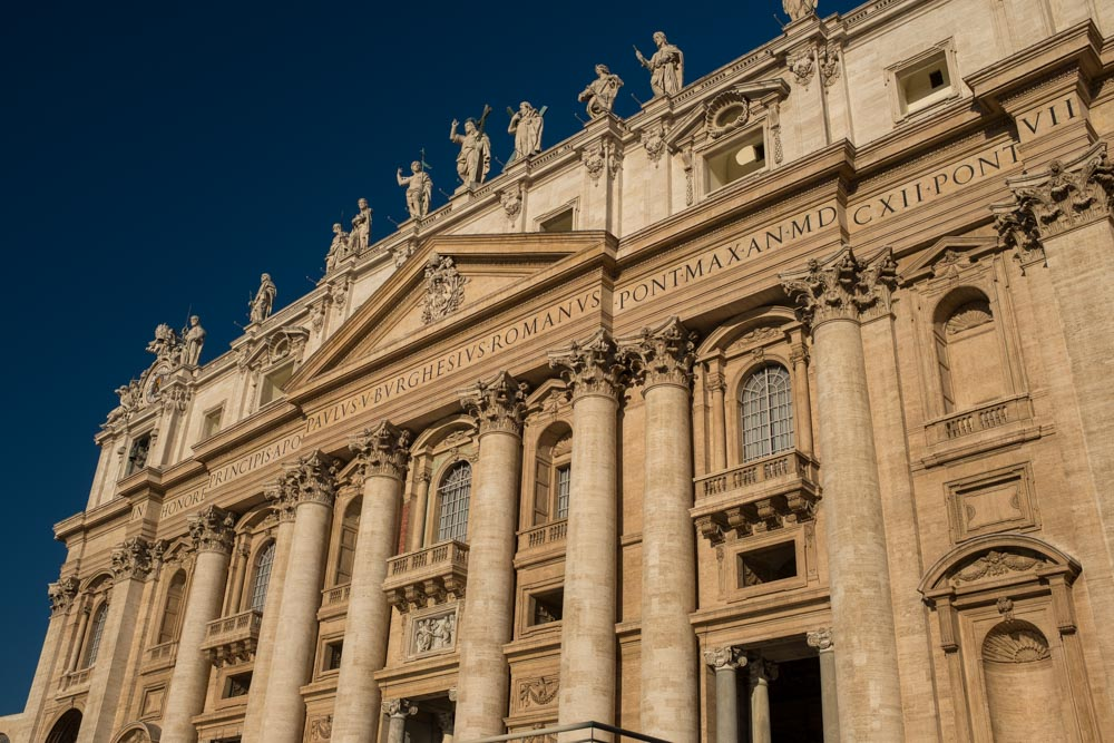 Italy_VaticanOutsideCathedral