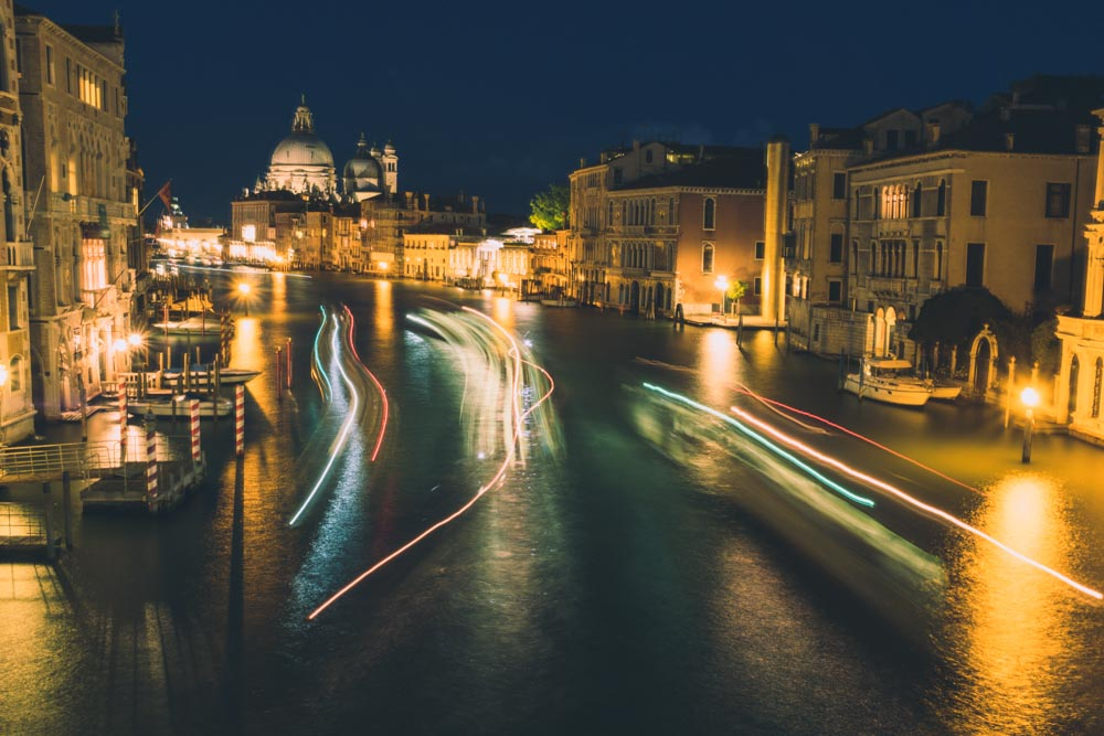 Venice_BoatLightExposure