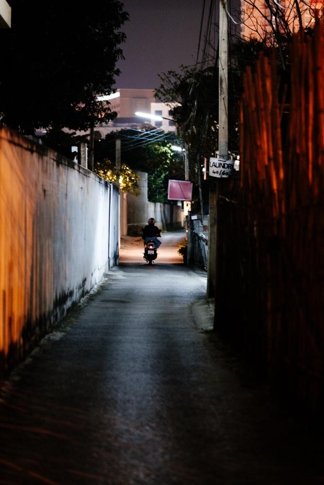ChiangMai_NightAlley_Scooter