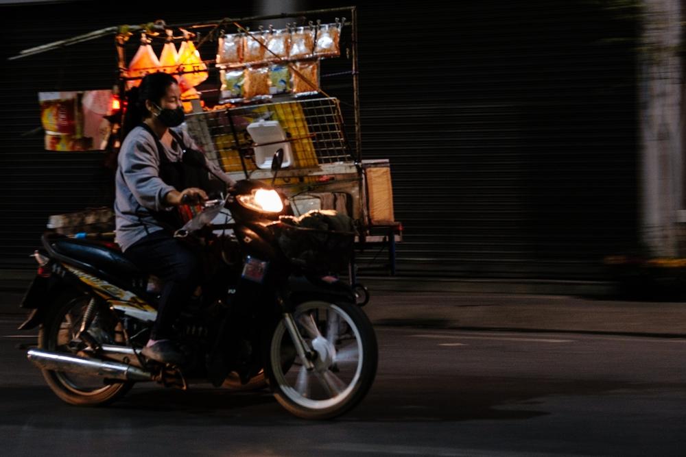 ChiangMai_NightStreet_FoodScooter