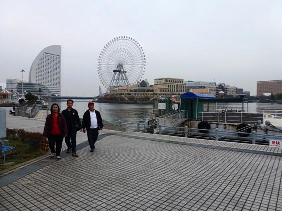 Beristirahat di Taman dekat Yokohama Port Museum