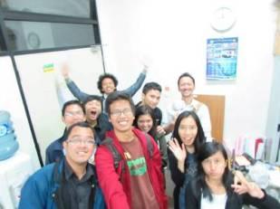Foto bersama ultah Kharisma