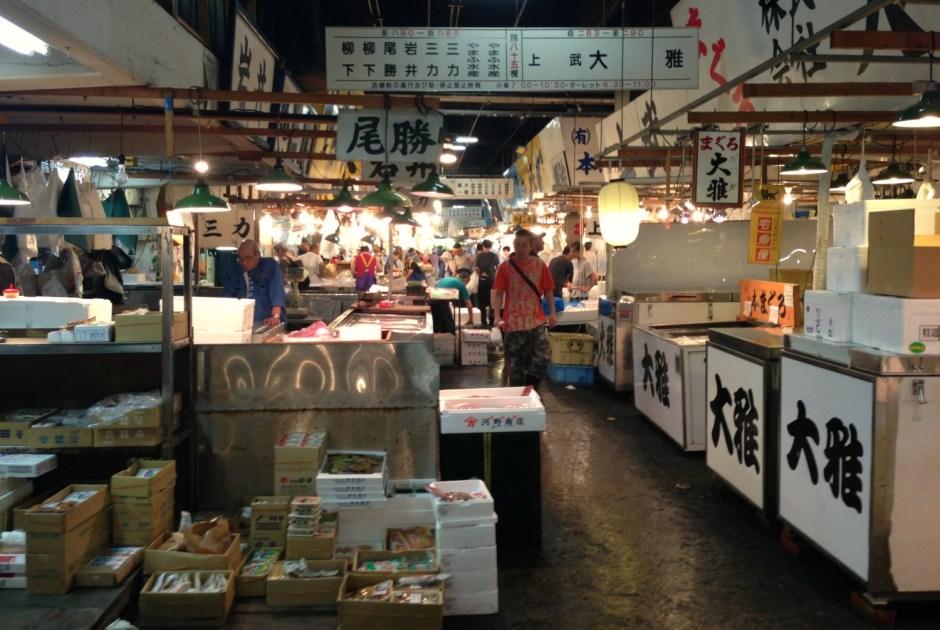 Grossist efter grossist i Tsukiji fiskemarked